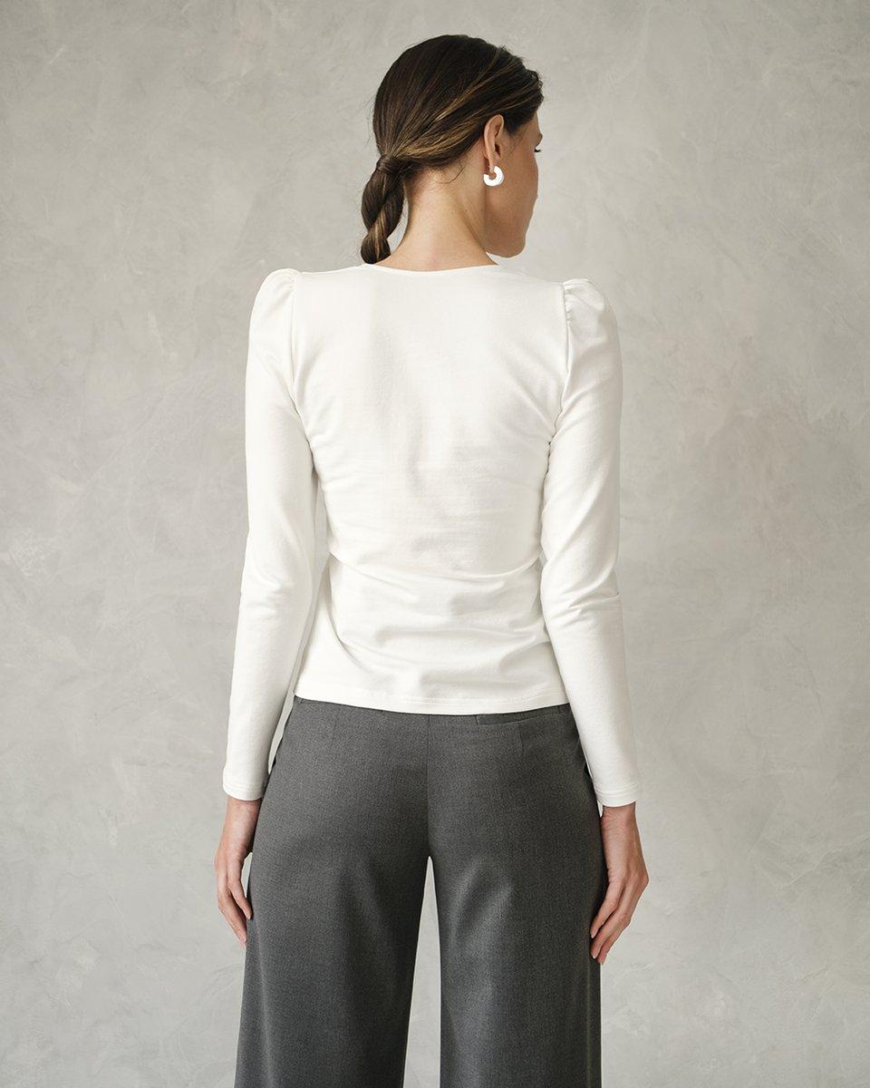 Трикотажная блуза с вырезом каре