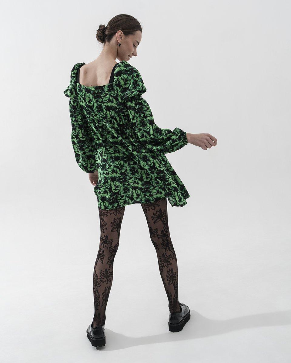 Платье черно-зеленое короткое с объемным рукавом