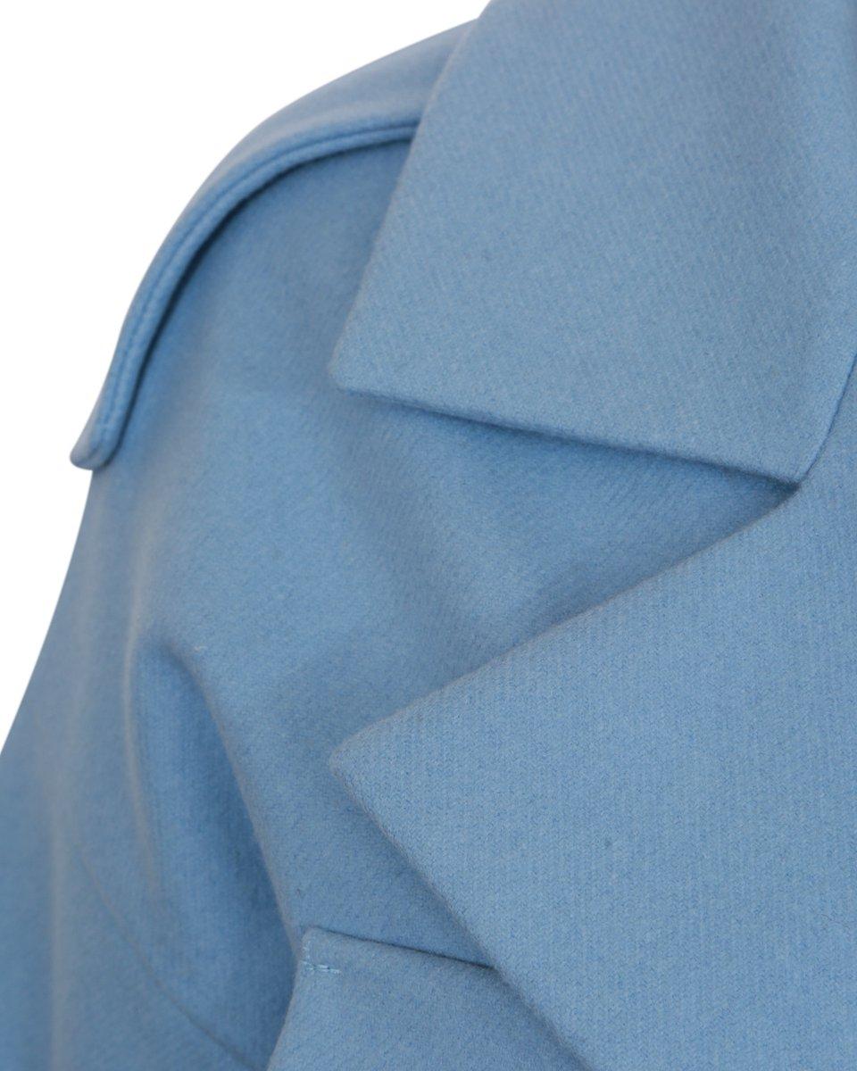 Укороченное пальто-тренч голубого цвета