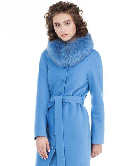 Пальто нежно-голубого цвета не без; фестонами