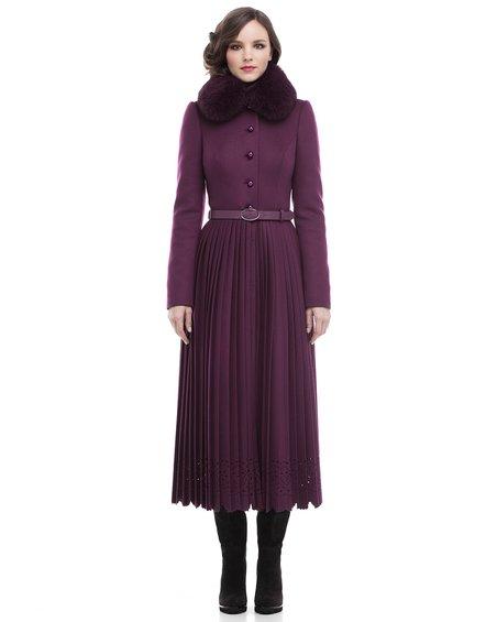 Пальто цвета марсала  со юбкой-плиссе равным образом фестонами