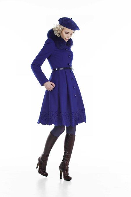 Пальто не без; пышной юбкой, украшенной фестонами