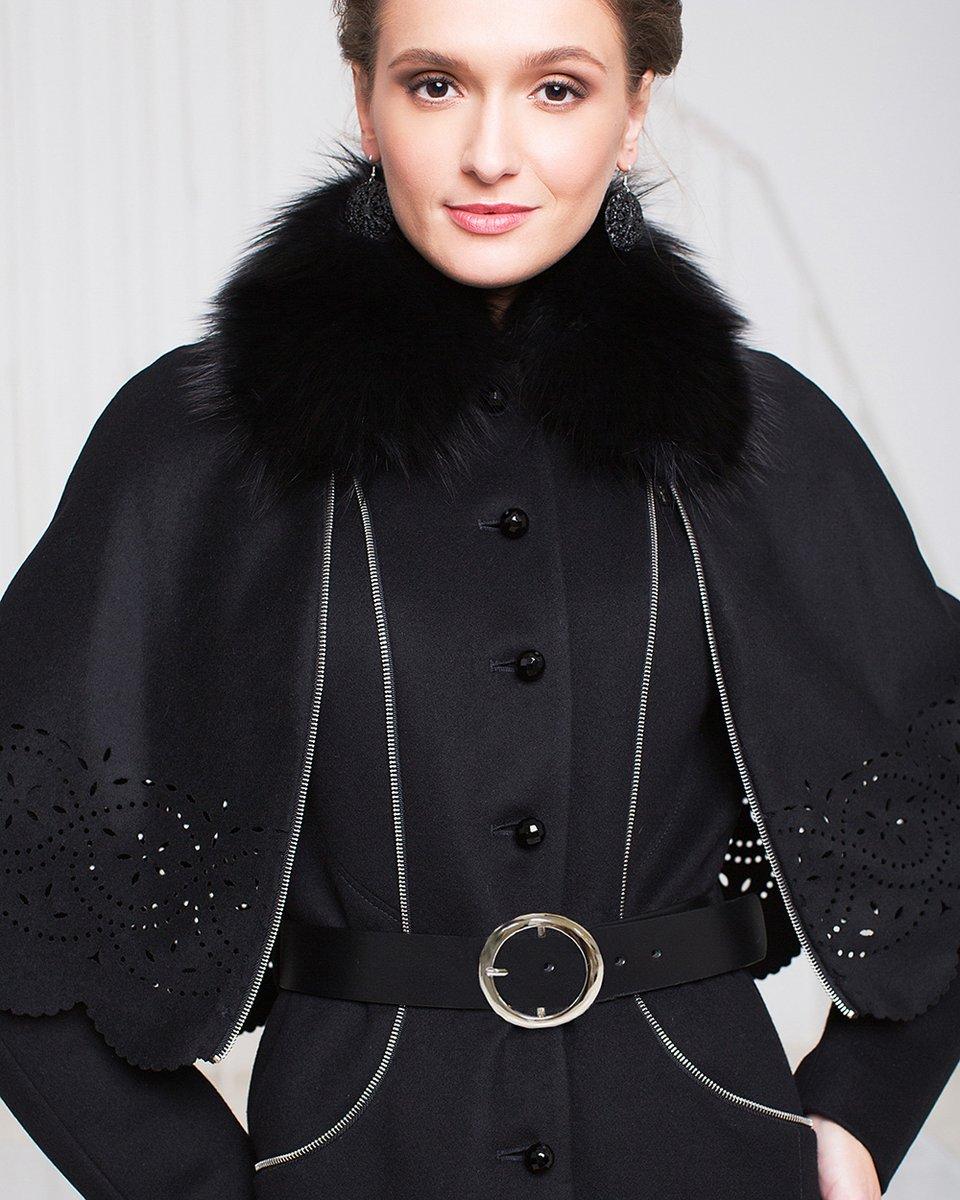 Пальто зимнее со съемной накидкой из