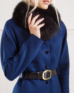Зимнее пальто из шерсти с воротником и